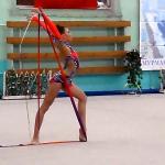 Стойка девушки гимнастки на Центральном стадионе Мурманска