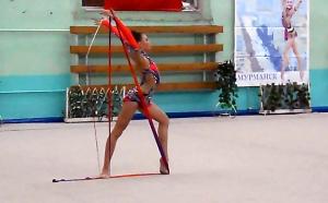 Стоцка девушки гимнастки на Центральном стадионе Мурманска